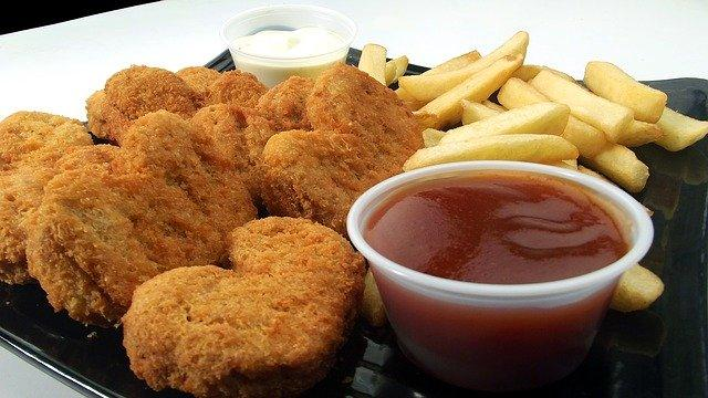 Chicken Nuggets Fries Dip Sauce  - adoproducciones / Pixabay